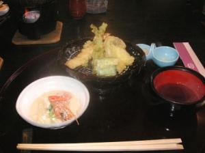 天ぷらと左上で鍋煮え中