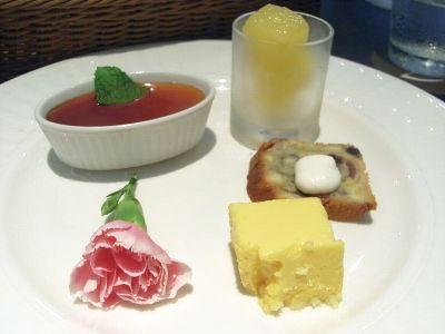 20110617 st.Grace デザート パイナップルソルベ+ラズベリーパウンドケーキ+マンゴーティラミス+パンナコッタ