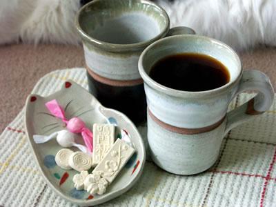 大谷焼のマグカップと和三盆糖