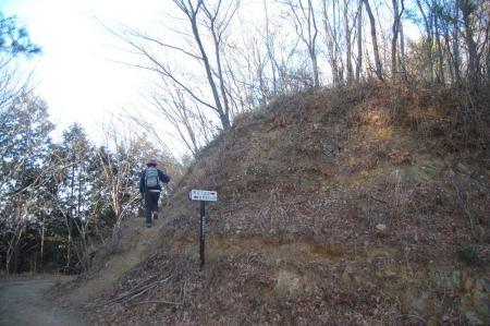 鶏足山への山道
