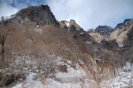 12雲竜渓谷入口からの展望