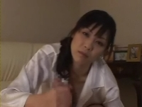 堀口奈津美妻の手コキ001a