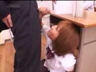 【ひなのりく】教壇の中に隠れていた女子校生に手コかれる。小悪魔的手コキ