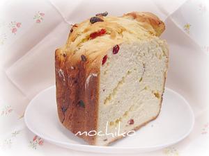 20100504ホワイトチョコとドライクランベリーのパン 早焼き