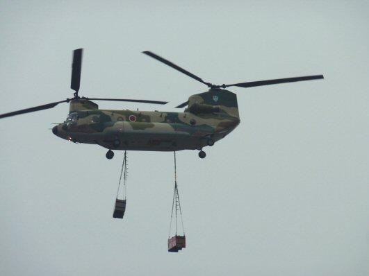 ヘリコプター荷物P1200209