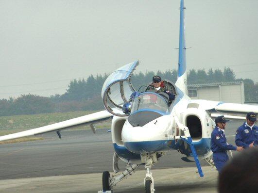 ぶるー操縦席開いているP1200301
