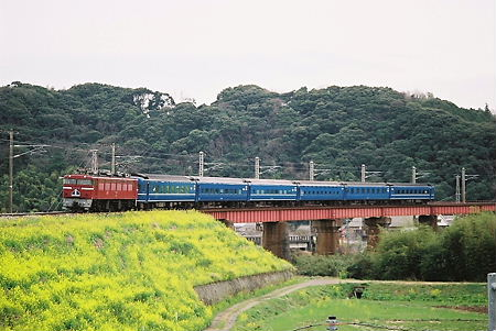 杵築鉄橋を渡る 2レ富士