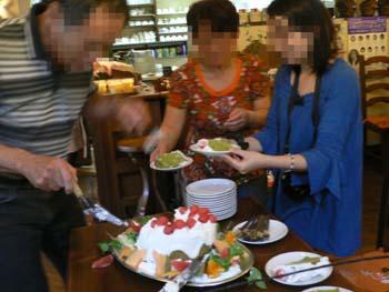 24ケーキ切り分け