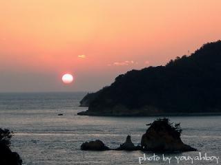 『まん丸夕日とターナー島』 2005.11.25 17:03:47撮影