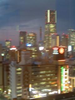 ホテルからみたランドマークタワーの夜景