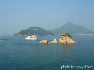 『小型フェリーも愛するターナー島』 2006.10.18 09:32:27撮影