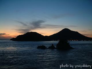 『夕焼けと残光の青空に抱かれたターナー島』 2006.11.16 17:45:22撮影