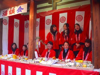 写真キャプション=「福娘」は全部で45人が選らばれ、この娘たちは代表ではない「福娘」なのであろうか