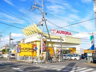 写真キャプション=大阪府高槻市の郊外に出店している「パーラーオーロラ」(248台)