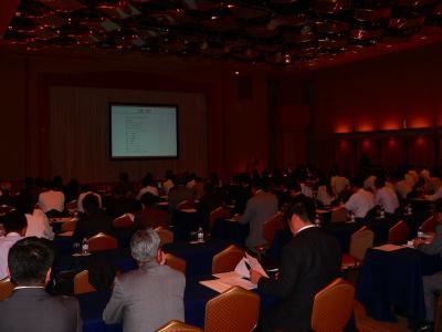 写真キャプション=多くの金融・マスコミ関係者が集まった説明会の会場