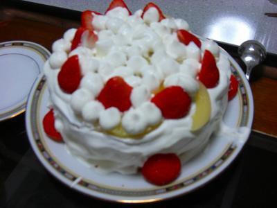 子供達と一緒に作った誕生日ケーキ