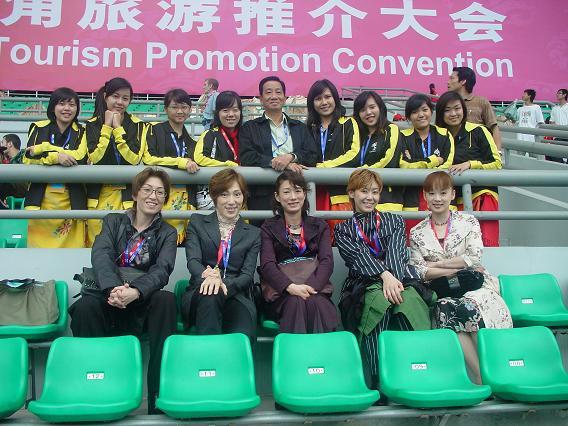 中国公演 スタジアムでインドネシアのメンバーと