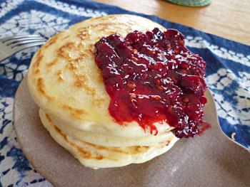 ジューンベリージャムでパンケーキ