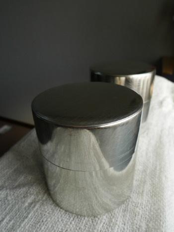 シンプルな茶筒