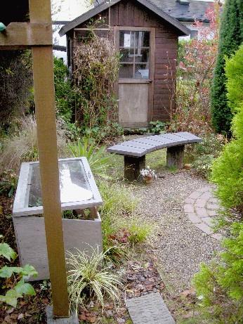 シェッド内の温室とコールドフレーム