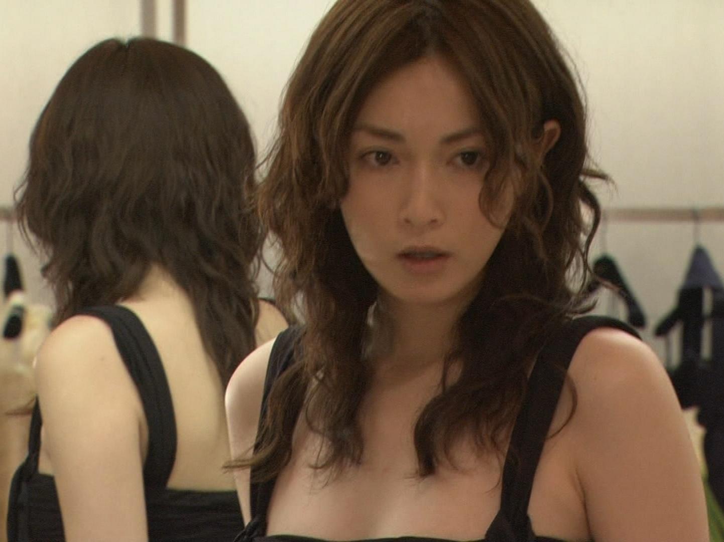 長谷川京子 セクシードレス4着 おっぱいが特にエロい・・・キャプ画像(エロ・アイコラ画像)