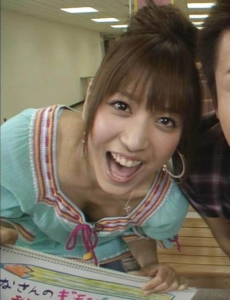 大島麻衣 谷間チラチラ 柔らかそうなおっぱいチラりキャプ画像(エロ・アイコラ画像)