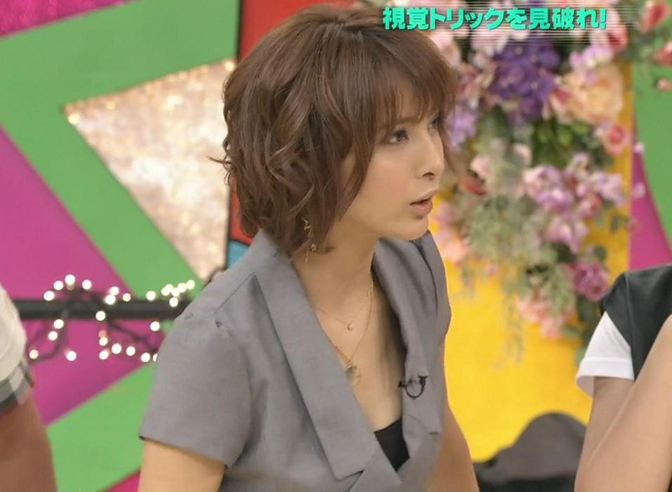 加藤夏希 服の隙間にエロさを感じるキャプ画像(エロ・アイコラ画像)
