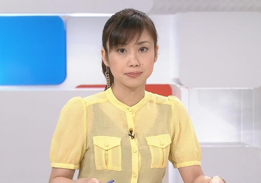 倉野麻里 下の黒い服が透けてる黄色い服キャプ画像(エロ・アイコラ画像)