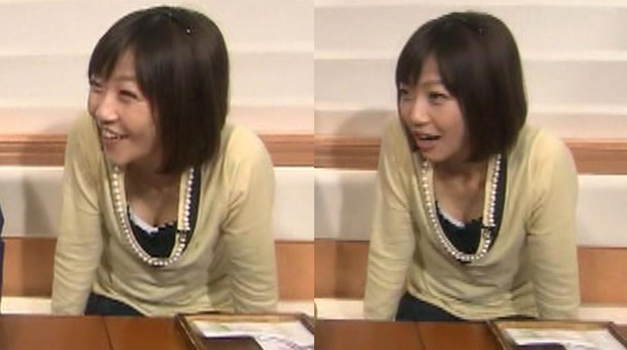 久保田智子 前かがみ胸チラキャプ画像(エロ・アイコラ画像)