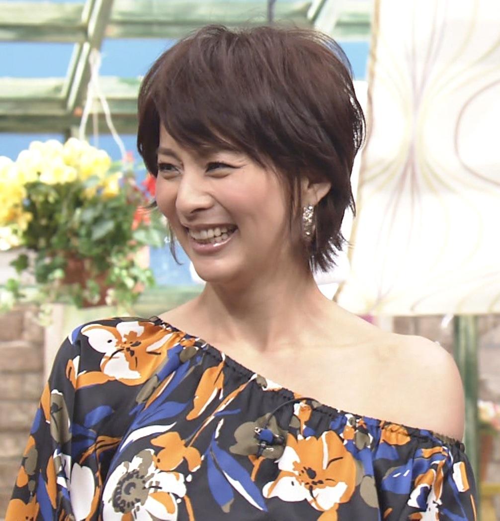柴田倫世 片方の肩を完全に露出キャプ画像(エロ・アイコラ画像)