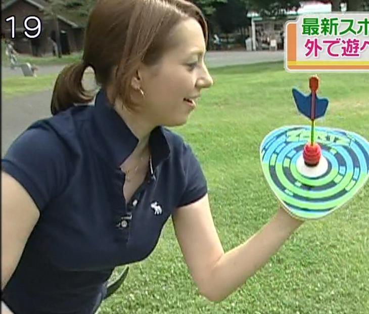 葉山エレーヌ 巨乳のぴったりポロシャツキャプ画像(エロ・アイコラ画像)