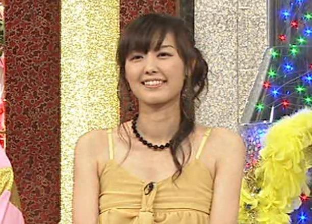 中村仁美 こういうドレスは胸がないとつらい・・・キャプ画像(エロ・アイコラ画像)