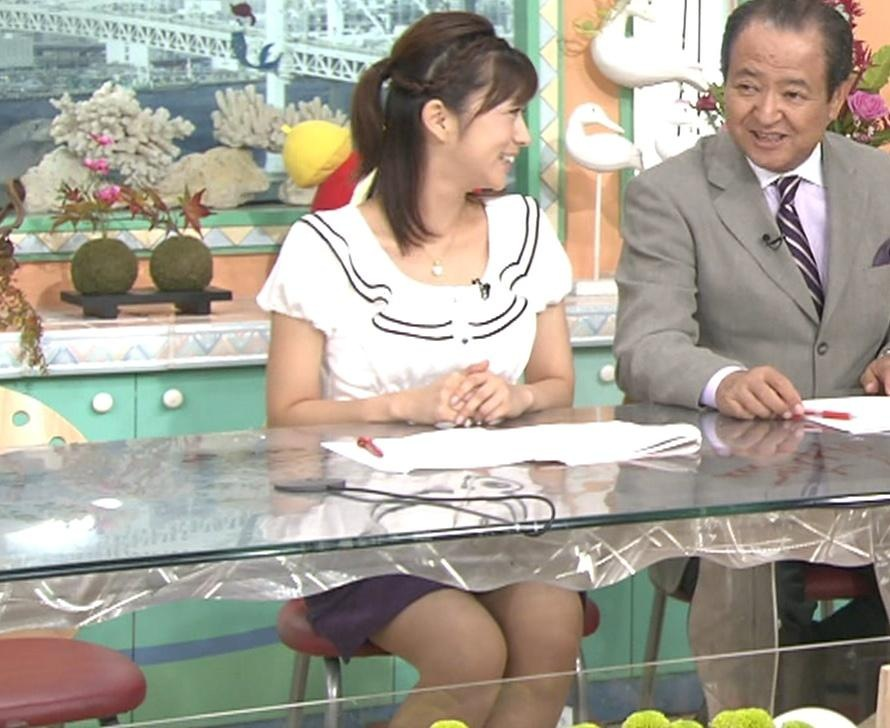 生野陽子 机の下のミニスカートキャプ画像(エロ・アイコラ画像)