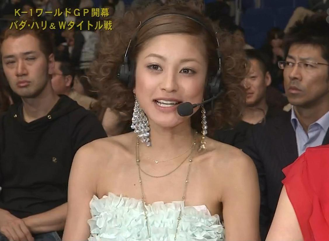 西山茉希 両肩露出のチューブトップキャプ画像(エロ・アイコラ画像)