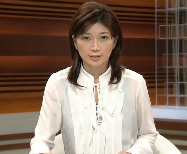 青山祐子 下の服が透けて見えてますね (ニュースウオッチ)キャプ画像(エロ・アイコラ画像)