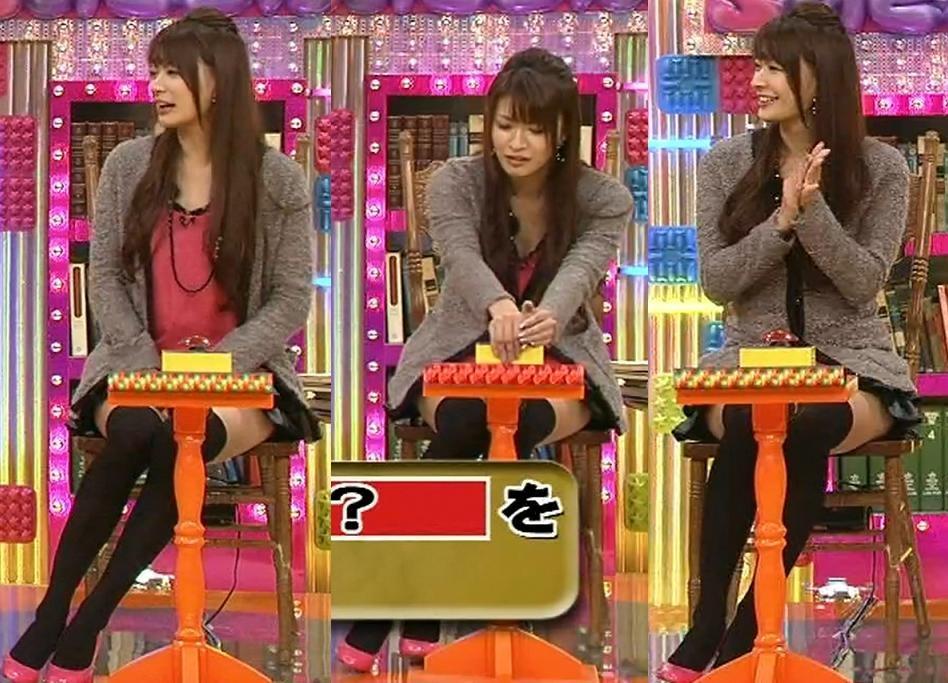 八田亜矢子 ミニスカート。机が邪魔・・・キャプ画像(エロ・アイコラ画像)
