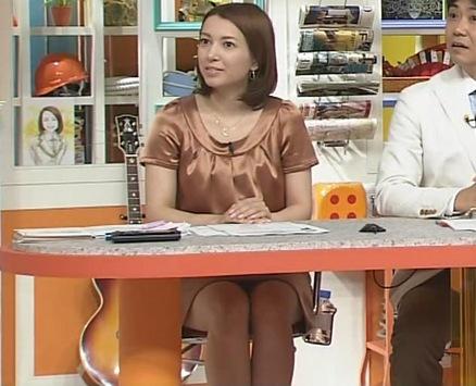 葉山エレーヌ ミニスカ美脚