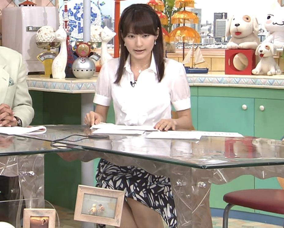 高樹千佳子 机の下のスカートキャプ画像(エロ・アイコラ画像)