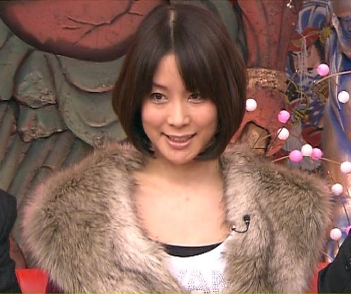 内田恭子 胸元が大きく開いた服キャプ画像(エロ・アイコラ画像)