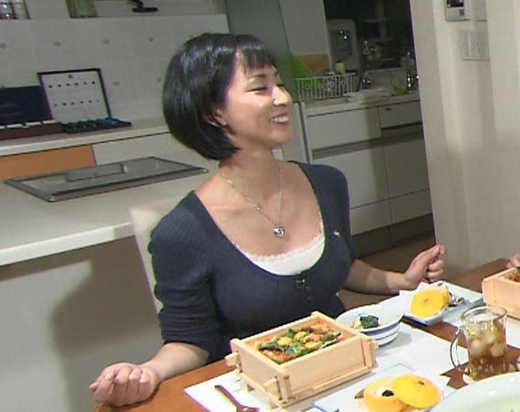 梓真悠子 巨乳美人料理研究家は加山雄三の愛娘キャプ画像(エロ・アイコラ画像)