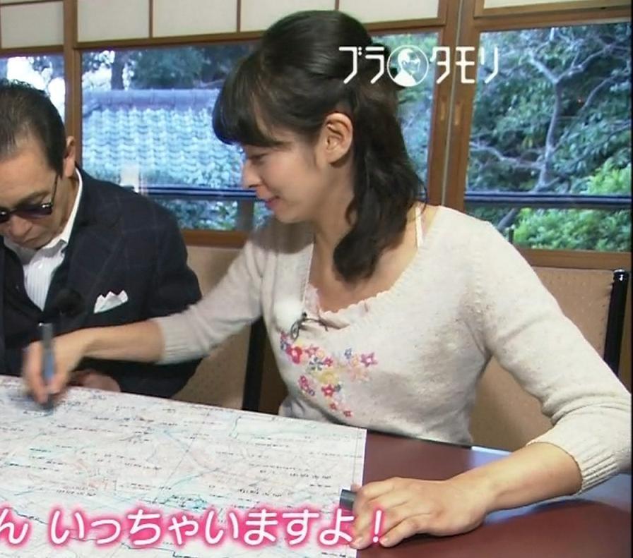 久保田祐佳 ピンクのブラ紐と、お尻のどアップキャプ画像(エロ・アイコラ画像)