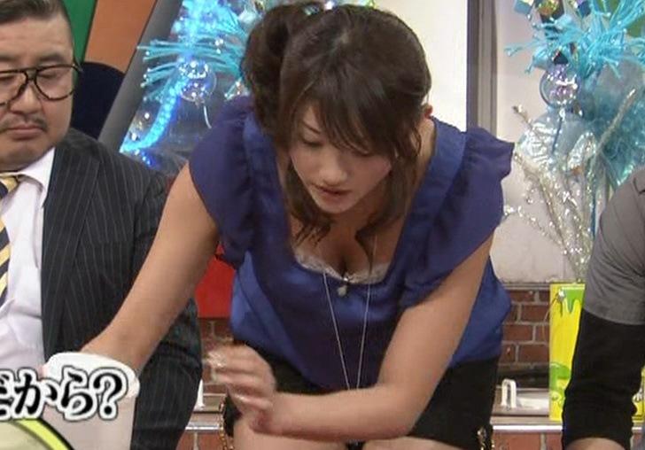 原幹恵 お茶を注ぐときに見せた最高の胸チラキャプ画像(エロ・アイコラ画像)
