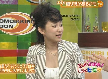 菊池麻衣子 トークで胸チラキャプ画像(エロ・アイコラ画像)