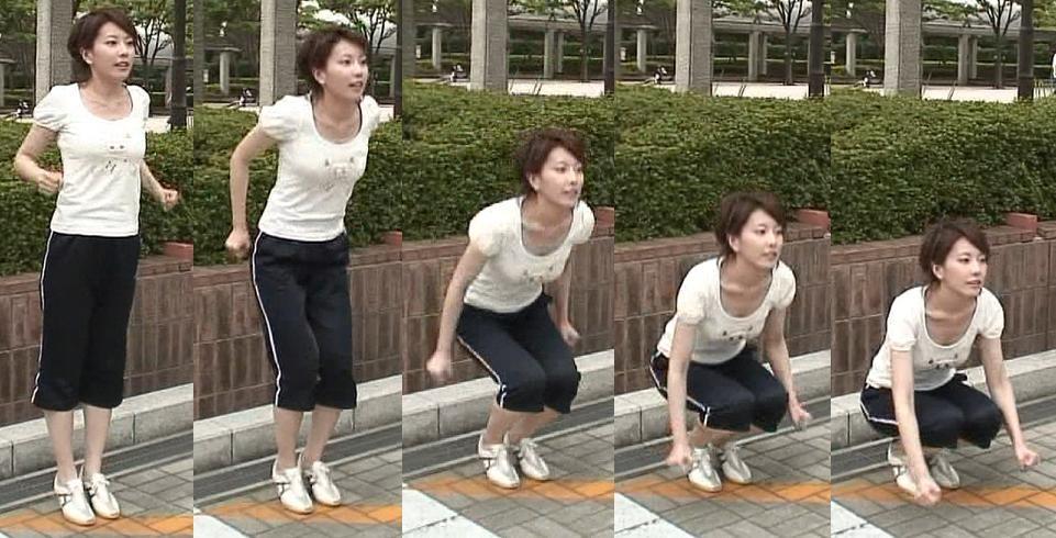 新垣泉子 セクシースクワット。ぴったりTシャツと谷間キャプ画像(エロ・アイコラ画像)