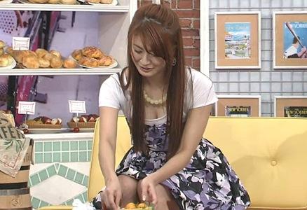 八田亜矢子 胸元が大きく開いたTシャツ(ごきげんよう)キャプ画像(エロ・アイコラ画像)