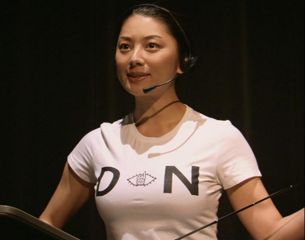 小池栄子 巨乳のぴったりTシャツキャプ画像(エロ・アイコラ画像)