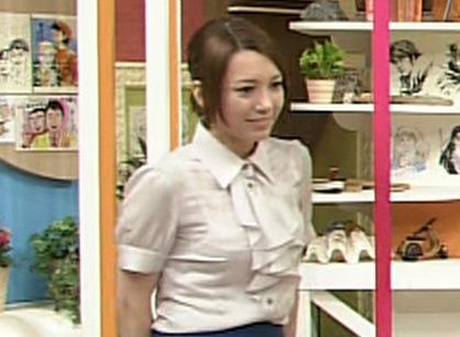 葉山エレーヌ おっぱいが強調された服+美脚キャプ画像(エロ・アイコラ画像)