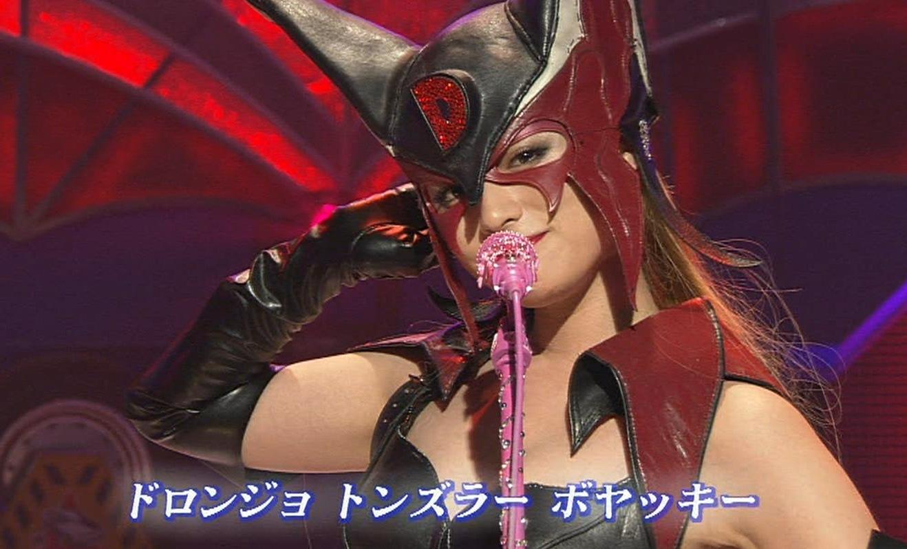 深田恭子 ドロンジョ姿で歌うキャプ画像(エロ・アイコラ画像)