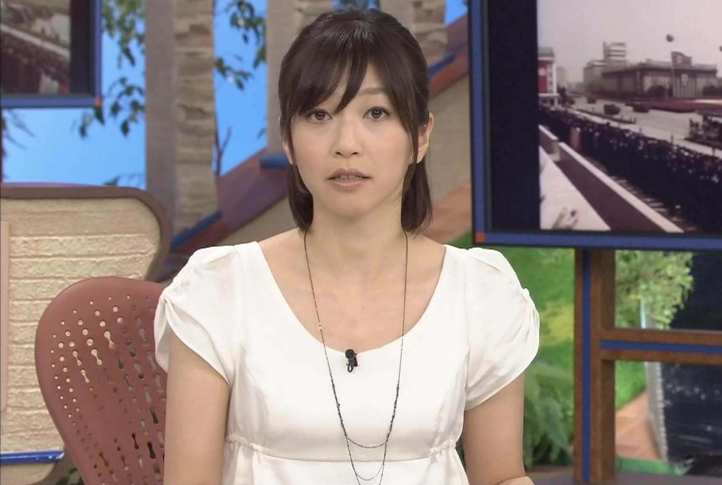 久保田智子 胸の大きさを斜めから見るキャプ画像(エロ・アイコラ画像)