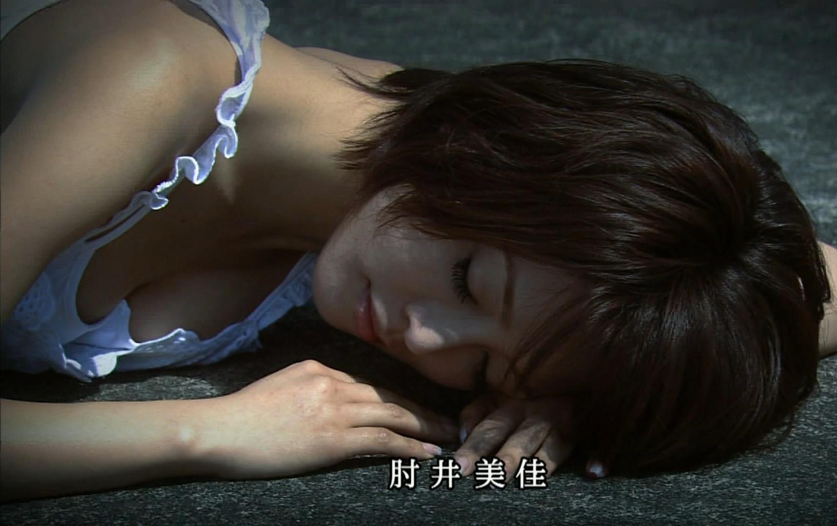 釈由美子 大胆な胸チラキャプ画像(エロ・アイコラ画像)